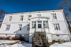 Tjøtta gård, Parkveien 7, 8860 Tjøtta, Norway