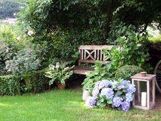 Garden seating cottage gardens and english cottage for Schattiger garten gestalten