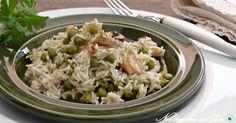Se volete un primo piatto leggero e completo ecco il riso con seppie e piselli! Una ricetta realizzabile anche in vasocottura, una tecnica che consente di amplificare i sapori con un occhio alla linea.