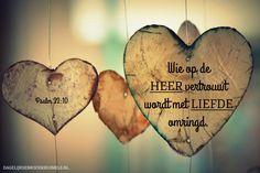 Psalm 32: 10 ❤️  Maar wie op de HEER vertrouwt wordt met liefde omringd.