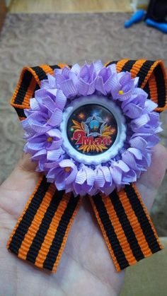 Одноклассники Kanzashi, Corsage, 4th Of July Wreath, Hanukkah, Knitting, Handmade, Decor, Ribbon Bows, Bias Tape
