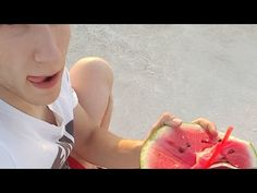 Mukbang καρπούζι, sungazing , και ταράτσα. Καλοκαίρι με το απαλό σου χέρι.