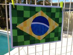 If I ever get around to making another quilt.something like this is at the top of the list! Wall Patterns, Quilting Patterns, Brazil Flag, Flag Quilt, Chicago Cubs Logo, Yarn Crafts, Wall Hangings, Tech Logos, Yarns