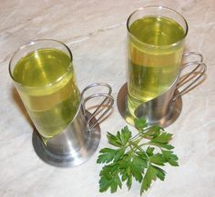 Ceai de patrunjel verde Tea Cafe, Cold Drinks, Moscow Mule Mugs, Good To Know, Natural Remedies, Smoothie, Dessert Recipes, Healthy, Tableware