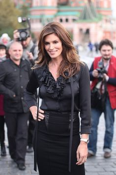 Cindy. Crawford. Classy look. Beautiful.