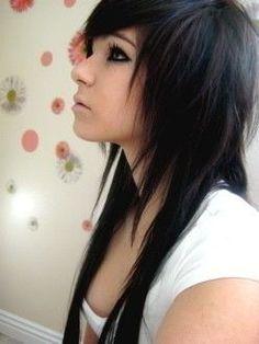 Corte de pelo estilo emo para mujer