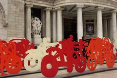 Esculturas de Gilberto Aceves Navarro. Explanada del Palacio de Bellas Artes. México