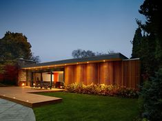 Pool House mid-century - Toronto, by Tongtong