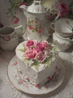 Rose decorated heart cake