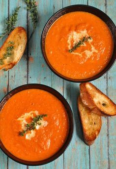This fresh tomato soup recipe is made with fresh tomatoes, onions, garlic, and seasonings. Fresh basil is the best way to top this creamy tomato soup. Roasted Tomato Soup, Tomato Soup Recipes, Grilled Tomatoes, Roasted Tomatoes, Raw Potato, Potato Curry, Cooking Tips, Good Food, Food Porn