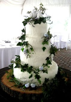 Nature theme with ivy, birds, and tree wedding cake. I want something like this but with smaller birds as the topper. I'm thinking of picking it up from a thrift shop, I'm sure I can find the perfect topper easily!