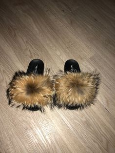 Color: Natural • Handcrafted • Raccoon Fur • True to size *If in between sizes we always recommend to go up a size.  Email:Pr.shopsoreal@gmail.com
