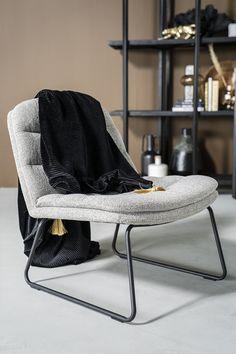 Lekker lui met fauteuil Bermo. Super comfortabel en toch compact. Ideaal voor de wat kleinere zithoek. Of omdat je hem heel toevallig gewoon mooi vindt. Met die grove stof in groen, licht grijs, antraciet en beige is Bermo helemaal on trend. Wist je dat Bermo een broertje heeft? Artego is zijn naam. Artego is de eetkamerstoel die perfect past bij deze heerlijke Bermo fauteuil. Zo sla je nooit de plank mis. Interior Concept, Rest, Contemporary, Chair, Furniture, Home Decor, Style, Mindful, Bohemian