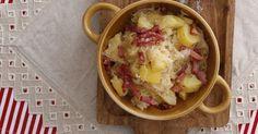Strešina - zemiaky s kyslou kapustou a so slaninkou - dôkladná príprava krok za krokom. Recept patrí medzi tie najobľúbenejšie. Celý postup nájdete na online kuchárke RECEPTY.sk.