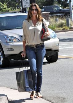 Cindy Crawford Photo - Cindy Crawford Out Shopping In Malibu