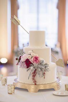 Cupid's arrow wedding cake for a Valentine's Day Wedding -  Bridal boquet/ Wedding table color idea, cake idea