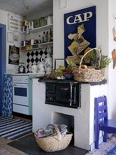 Recycled Kitchen - French By Design Small Apartment Kitchen, Small Kitchen Storage, Cute Kitchen, Country Kitchen, Stylish Kitchen, Kitchen Organization, Cozinha Shabby Chic, Shabby Chic Kitchen, Vintage Kitchen