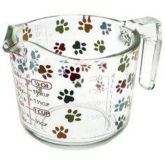 What makes the pawfect recipe? Why, a hearty scoop of love! Our durable glass measuring cup ensures he precise amount of adoration in each bite, with vibrant paw prints and printed measurements in both metric and imperial.