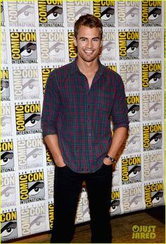 Shailene Woodley & Theo James: 'Divergent' Comic-Con Panel! | shailene woodley theo james divergent comic con panel 11 - Photo