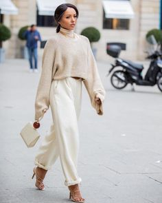 Neutrals - beige and white outfit - street style Fall Winter Outfits, Autumn Winter Fashion, Fashion Outfits, Womens Fashion, Fashion Trends, 80s Fashion, Modest Fashion, Vintage Fashion, Fashion Tips