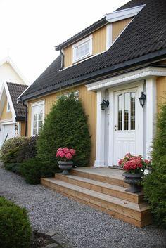 (12) FINN – HØNEFOSS SYD - En herskapelig villa - Betydelig påkostet - Rolig og usjenert tomt - Gode solforhold - Unik mulighet!