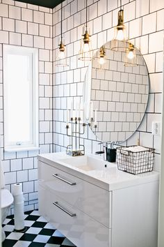 A real bathroom dream! Round mirror, white tile with gray joint. Brass lights, a bathroom to long for! New Ski House – Decorated with reuse and creative DIY projects. Bathroom Ideas Uk, Bathroom Inspo, Bathroom Interior, Bathroom Showers, Bathroom Vanities, White Master Bathroom, White Bathroom Tiles, White Tiles, Craftsman Bathroom