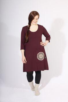 Palmiinan Kaarina-mekko luumun värisenä. Kotimaista ekologisesti valmistettua käsityötä Cold Shoulder Dress, High Neck Dress, Dresses, Fashion, Turtleneck Dress, Vestidos, Moda, Fashion Styles, Dress
