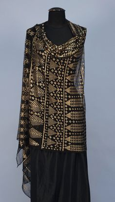 FIGURAL EGYPTIAN ASUITE SHAWL, c.1920