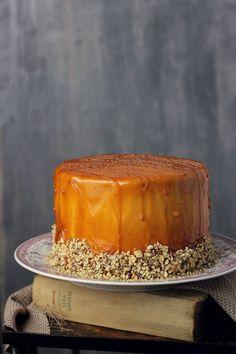 Chocolate and caramel layer cake Layer Cake Recipes, Best Cake Recipes, Layer Cakes, Chocolate Caramel Cake, Melting Chocolate, Caramel Buttercream, Creme Caramel, Cake Flavors, How To Make Chocolate