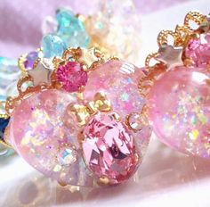 Pretty makeup ideas for this year. Kawaii Accessories, Kawaii Jewelry, Cute Jewelry, Jewelry Accessories, Magical Jewelry, Resin Charms, Bottle Charms, Fantasy Jewelry, Pink Aesthetic