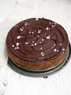 ... spiced chocolate caramel slice ...
