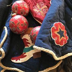 Cowboy Christmas decorations- tree skirt and glass bandana ornaments Christmas Store, Christmas Ideas, Christmas Crafts, Christmas Decorations, Christmas Ornaments, Western Cowboy, Western Style, Western Christmas, Festival Decorations