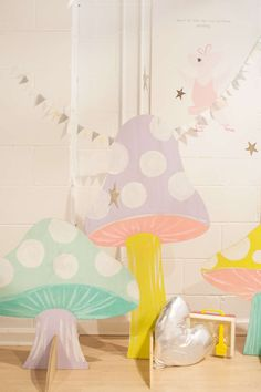 Could be made out of cardboard - easy way to add decor for a party. DIY plywood mushrooms