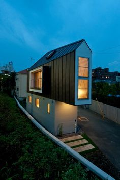 #Architecture: Inside a tiny triangular house in #Tokyo