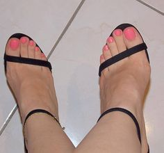 @dani_feet #footmodel #feetnation #prettyfeet #pedicure #lovefeet #nails #lovefeet #whitefeet #barefoot #pies #toes #prettytoes #feeteverywhere #sexytoes #perfectfeet #lovenails #sexytoes #prettynails...