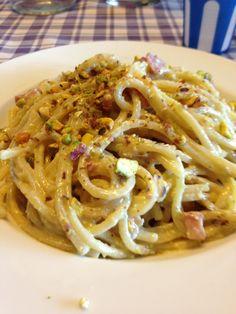 How to Cook Spaghetti Al Pesto Di Pistacchio Di BronteTipical Sicilian Recipe, spaghetti with typical bronte's pistachios.