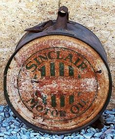 We love Sinclair Memorabilia! What do you this of this Antique Sinclair Motor Oil Can? Gas Pumps, Oil And Gas, Gas Station, Old Trucks, Grease, Black Gold, Texas, Canning, Signs