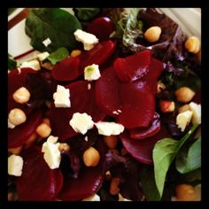 Beetroot, chickpea and feta salad - Michelle Bridges Healthy Dessert Recipes, Healthy Salads, Clean Eating Recipes, Low Carb Recipes, Vegetarian Recipes, Healthy Food, Healthy Eating, Cooking Recipes, Skinny Meals