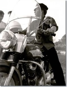 Elvis........ i'm not 100% sure if this pic is a Wertheimer , only 99% lol