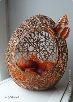 Всех со светлым праздником Пасхи! Счастья, мира, добра, любви, взаимопонимания! Долго думала я над своими пасхальными корзинами,хотелось сделать что-нибудь необычное. Придумала сделать их в форме яиц. Может быть, моя идея ещё кому-нибудь пригодится. фото 1