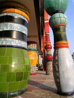 Bold colours by Hundertwasser Gaudi, Architecture Organique, Friedensreich Hundertwasser, Gnome House, Colourful Buildings, Unique Architecture, Stairways, Great Places, Exterior