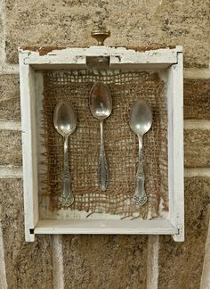 A simple craft using burlap, but I just like the drawer hung to the wall. Cool idea for storage or displays Easy Crafts, Diy And Crafts, Cigar Box Crafts, Silverware Art, Flatware, Craft Show Ideas, Vintage Crafts, Diy Projects To Try, Farmhouse Decor
