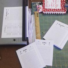 Diagramar, imprimir e refilar. Força no punho. Vamo lá! 👊 #encadernaçãomanualartística #encomendas #feitoàmão #papelaria #papelariaartesanal #produtosforadesérie #elo7