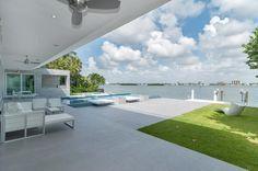Gross-Flasz Residence by One D+B Miami - http://www.interiorredesignseminar.com/interior-design-ideas/gross-flasz-residence-by-one-db-miami/