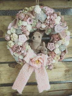 Forever Flowers, Frame Wreath, Easter Wreaths, Summer Wreath, Craft Work, Easter Baskets, Easter Crafts, Paper Flowers, Diy And Crafts