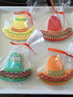 Sombrero or fiesta cookies Fancy Cookies, Iced Cookies, Cute Cookies, Royal Icing Cookies, Cupcake Cookies, Sugar Cookies, Cupcakes, Mexican Birthday Parties, Mexican Party
