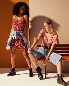 Rosa é o novo preto. A cor, conhecida por sua delicadeza e feminilidade, vai dar o tom dessa nova coleção. No vestido floral ou na blusa, a ideia é se jogar nas peças e brincar com as variações de tons. Para dar aquela quebrada no romantismo, aposte no jeans e coturno. #VemProvar Plus Size Jeans, Moda Online, Ideias Fashion, Vintage, Style, Fashion Stores, Floral Gown, Outfit Store, Brazilian Women