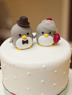 Penguin wedding cake topper Photo via Project Wedding Penguin Cake Toppers, Penguin Cakes, Creative Wedding Cakes, Creative Cakes, Beautiful Cakes, Amazing Cakes, Penguin Wedding, Cute Cakes, Wedding Cake Toppers