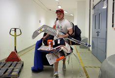 Trojka pro mistrovství světa Dominik Hrachovina dorazil na sraz české hokejové reprezentace #hockey #sport #worldcup Colorado Avalanche, Nhl, Gym Equipment, Sports, Hs Sports, Excercise, Workout Equipment, Sport, Exercise