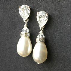 Perlen Braut Ohrringe STERLING Silber Hochzeit von luxedeluxe, $45.00 http://www.etsy.com/de/listing/59669077/perlen-braut-ohrringe-sterling-silber?ref=shop_home_active_23